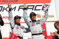 GT300 podium: derde plaats #3 Hasemi SportTomica Z: Kazuki Hoshino, Masataka Yanagida