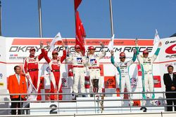 Podium GT500 : vainqueur #18 Weider HSV-010: Takashi Kogure, Loic Duval, 2e: #38 Zent Cerumo SC430: Yuji Tachikawa, Richard Lyons, 3e: #1 Petronas Tom SC430: Juichi Wakisaka, Andre Lotterer