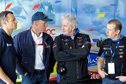 Stéphane Sarrazin, Peugeot Sport director Olivier Quesnel, Hugues de Chaunac en Oliver Panis