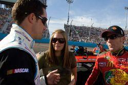 Jamie McMurray, Earnhardt Ganassi Racing Chevrolet discute avec Casey Mears, potentiel remplaçant de Denny Hamlin