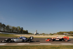 Raphael Matos, de Ferran Luzco Dragon Motorsports leads Helio Castroneves, Team Penske