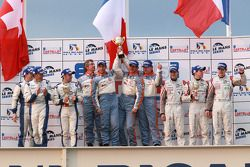 FLM podium: vainqueurs de la catégorie Damien Toulemonde, David Zollinger et Ross Zampatti, 2e Mathias Beche, Christophe Pillon et Vincent Capillaire, 3e Andrea Barlesi, Alessetro Cicognani et Gary Chaleton