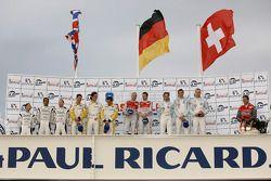LMP1 podium: klasse en algemeen winnaars Rinaldo Capello en Allan McNish, tweede plaats Adrian Ferna