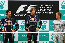 Podium: Sieger Sebastian Vettel, Red Bull Racing; 2. Mark Webber, Red Bull Racing; 3. Nico Rosberg,