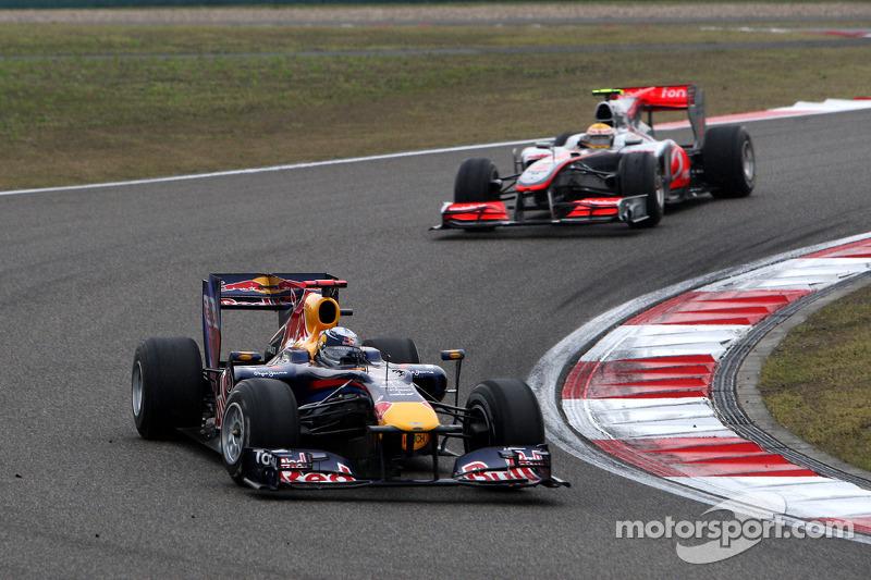 Vettel ve Hamilton'ın pit öncesi ve pit çıkışı mücadelesi