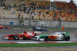 Fernando Alonso, Scuderia Ferrari et Adrian Sutil, Force India F1 Team
