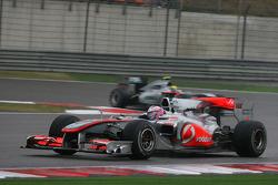 Jenson Button, McLaren Mercedes y Nico Rosberg, Mercedes GP