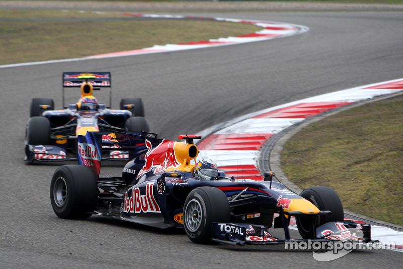 Sebastian Vettel, Red Bull Racing devance Mark Webber, Red Bull Racing