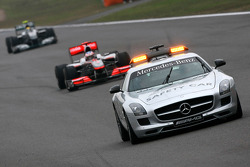 El coche de seguridad conduce a Jenson Button, McLaren Mercedes