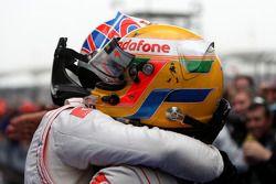 vainqueur Jenson Button, McLaren Mercedes, fête son succès avec 2e Lewis Hamilton, McLaren Mercedes