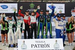 Podium de la catégorie LMPC vainqueurs Gunnar Jeannette et Elton Julian, LMGT vainqueurs Jorg Bergmeister et Patrick Long, LMP et toutes catégories vainqueurs David Brabham et Simon Pagenaud, LMGTC vainqueurs Juan Gonzalez et Butch Leitzinger