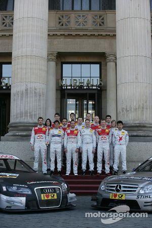 Групповое фото пилотов DTM 2010 года
