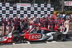 Ryan Hunter-Reay et son équipe fêtent leur victoire