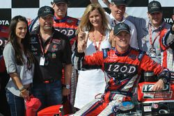 Ryan Hunter-Reay celebrates with his fiancee Beccy Gordon and team owner Michael Andretti and his wi