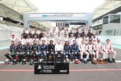 2010 FIA GT1 World Championship groepsfoto, met Stéphane Ratel en Richard Cregan