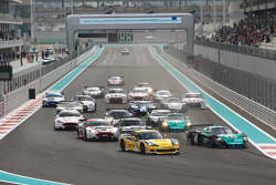 Start: #13 Phoenix Racing / Carsport Corvette Z06: Marc Hennerici, Andreas Zuber en #2 Vitaphone Rac