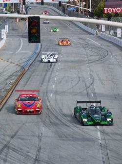 #69 WERKS II Racing Porsche 911 GT3 Cup: Robert Rodriquez, Galen Bieker ,#8 Drayson Racing Lola B09