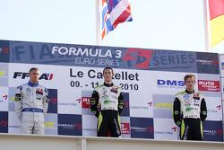 Race winnaar Alexander Sims met Edoardo Mortara en Marco Wittmann