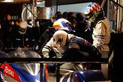 Pitstop #1 Team Peugeot Total Peugeot 908: Marc Gene, Alexander Wurz, Anthony Davidson, Sébastien Bo