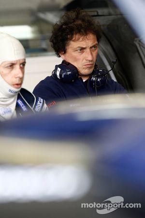 Team Peugeot Total technicians at work