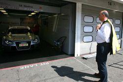 Jaime Puig, Directeur du Sport automobile Seat, vérifie la DTM de Miguel Molina, Audi Sport Rookie T