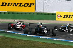 Matias Laine, Motopark Academy, Dallara F308 Volkswagen, devant Nicolas Marroc, Prema Powerteam, Dal