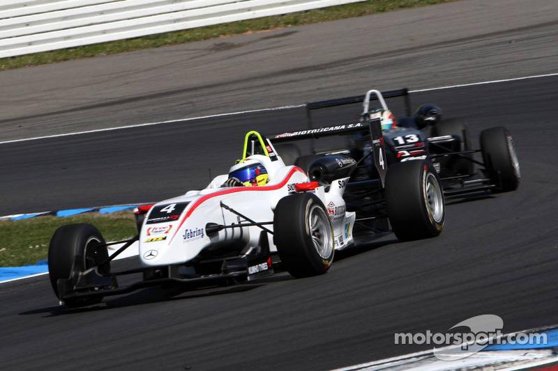 Carlos Munoz, Mücke Motorsport, Dallara F308 Mercedes rijdt voor Antonio Felix da Costa, Motopark Academy, Dallara F308 Volkswagen
