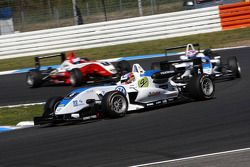 Marco Wittmann, Signature, Dallara F308 Volkswagen leading Edoardo Mortara, Signature, Dallara F308
