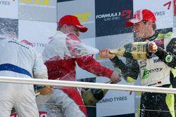Podium: Marco Wittmann, Signature Edoardo Mortara, Signature, Valtteri Bottas, ART Grand Prix celebrate with champagne