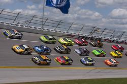 Marcos Ambrose, JTG Daugherty Racing Toyota, Kyle Busch, Joe Gibbs Racing Toyota, Jeff Burton, Richa