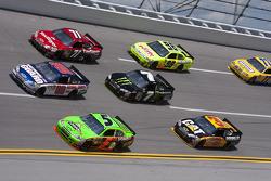 Dale Earnhardt Jr., Hendrick Motorsports Chevrolet et Mark Martin, Hendrick Motorsports Chevrolet en bagarre