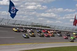 Jimmie Johnson, Hendrick Motorsports Chevrolet et Kyle Busch, Joe Gibbs Racing Toyota en bagarre pou