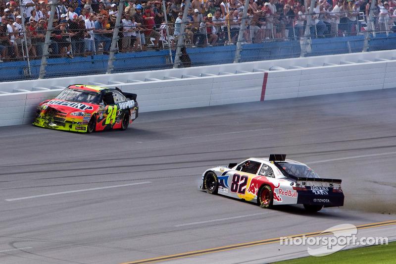 Jeff Gordon, Hendrick Motorsports Chevrolet et Scott Speed, Red Bull Racing Team Toyota accident