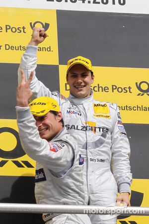Podium: race winner Gary Paffett, Team HWA AMG Mercedes C-Klasse celebrates