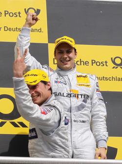 Podium: vainqueur Gary Paffett, Team HWA AMG Mercedes C-Klasse fête son succès