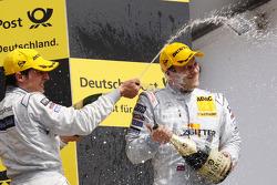 Podium: vainqueur Gary Paffett, Team HWA AMG Mercedes C-Klasse et 2e Bruno Spengler, Team HWA AMG M