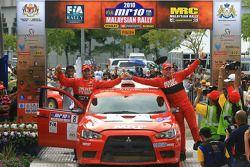 2de plaats, Gaurav Gill met co-rijder Glen Macneall, MRF Tyres