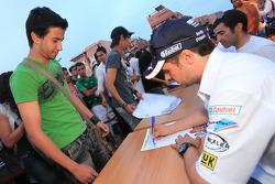 Andy Priaulx, BMW Team RBM, BMW 320si signe des autographes