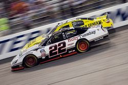 Brad Keselowski poursuit Reed Sorenson