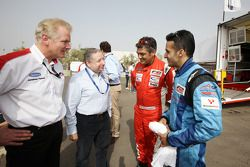Jonathan Palmer CEO MotorSport Vision, présente Jean Todt, President de la FIA, à Ajith Kumar et Armaan Ebrahim