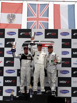 Course 1, podium et résultats : 1st Dean Stoneman, centre 2nd Philipp Eng, gauche 3rd Kelvin Snoeks, droite