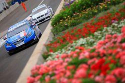 Yvan Muller, Chevrolet, Chevrolet Cruze LT en Andy Priaulx, BMW Team RBM, BMW 320si