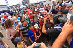 Mehdi Bennani, Wiechers Sport, BMW 320si with fans