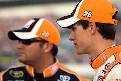 Joey Logano, Joe Gibbs Racing Toyota en crew chief Greg Zipadelli