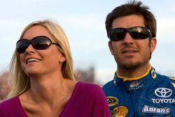 Martin Truex Jr., Michael Waltrip Racing Toyota en vriendin Sherry Pollex