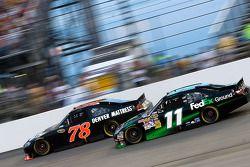 Regan Smith, Furniture Row Racing Chevrolet et Denny Hamlin, Joe Gibbs Racing Toyota