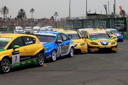 Start: crash Michel Nykjer, Sunred Engineering Development, Seat Leon 2.0 en Jordi Gene, SR - Sport,