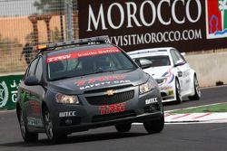 The Safety car leads Andy Priaulx, BMW Team RBM, BMW 320si