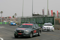 La safety car devant Andy Priaulx, BMW Team RBM, BMW 320si