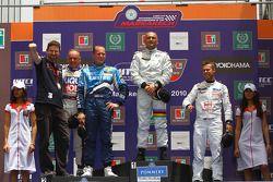 Podium: Franz Engstler, Liqui Moly Team Engstler, BMW 320si, Robert Huff, Chevrolet, Chevrolet Cruze